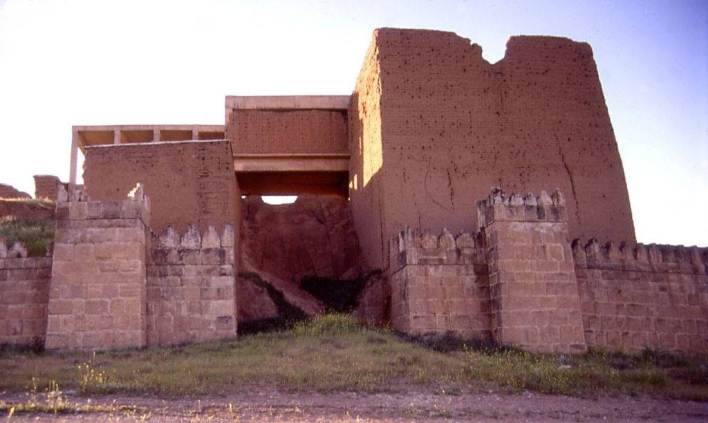 """Nineveh Adad gate exterior entrance"" by Fredarch -- Wikimedia Commons"